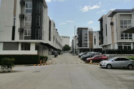 5 Bedroom Townhouse for sale in 68 ROCES, Quezon City, Metro Manila