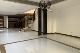 4 Bedroom House for rent in San Lorenzo, Metro Manila near MRT-3 Ayala