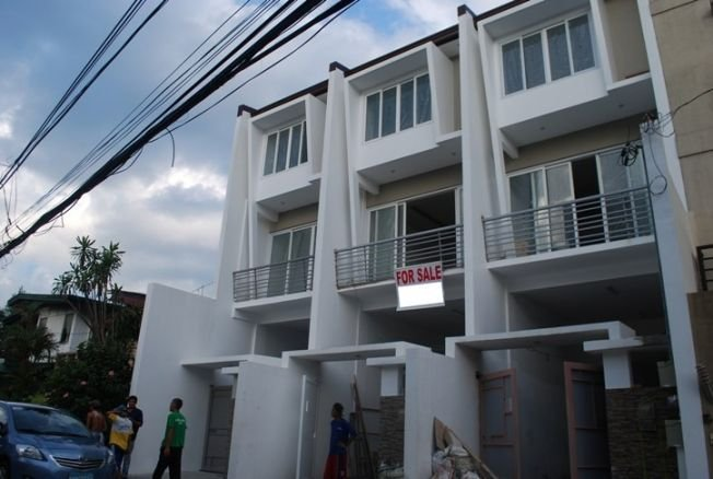 townhouse in kapitolyo pasig 1 unit left