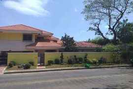 6 Bedroom House for Sale or Rent in Alabang, Metro Manila