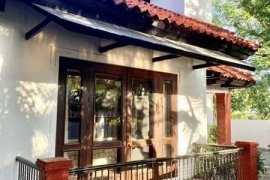 5 Bedroom House for rent in Alabang, Metro Manila