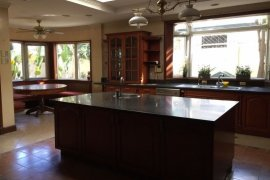5 Bedroom House for sale in Bagumbayan, Metro Manila near LRT-1 5th Avenue