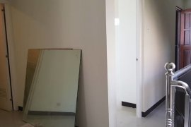 2 Bedroom Townhouse for rent in Pulang Lupa Uno, Metro Manila near LRT-1 Baclaran