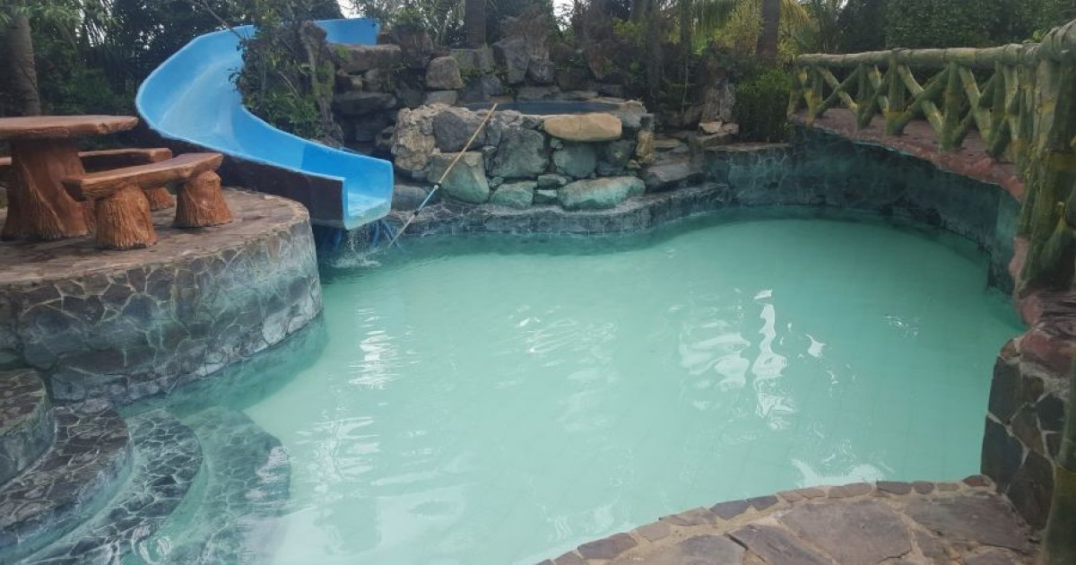 6 bed hotel and resort for sale in sampaloc tanay for Hotel pillows for sale philippines