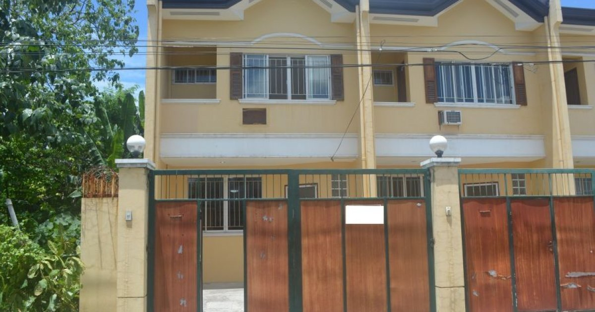 bed townhouse for rent in lahug cebu city 28 000 2053468 dot