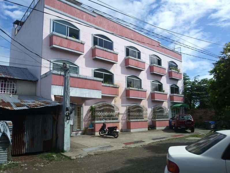 three-storey 12-doors apartment with roofdeck