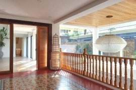 4 Bedroom Villa for sale in Urdaneta, Metro Manila near MRT-3 Ayala