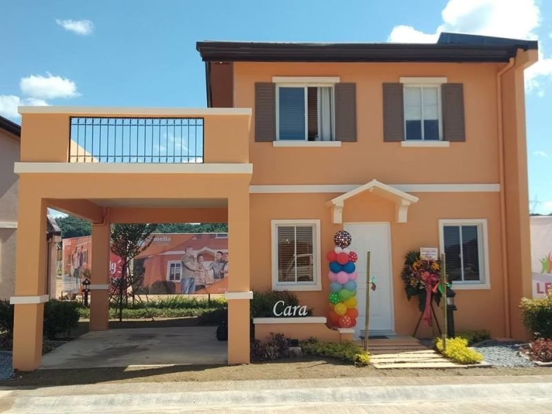 cara with bacony and carport 3 bedrooms subic housing