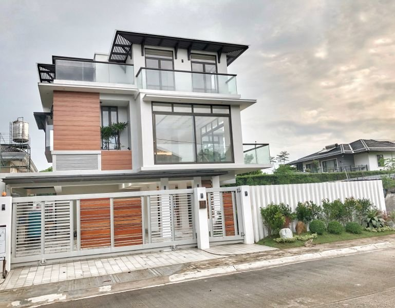brand new 4 bedroom 4 car garage house w private pool