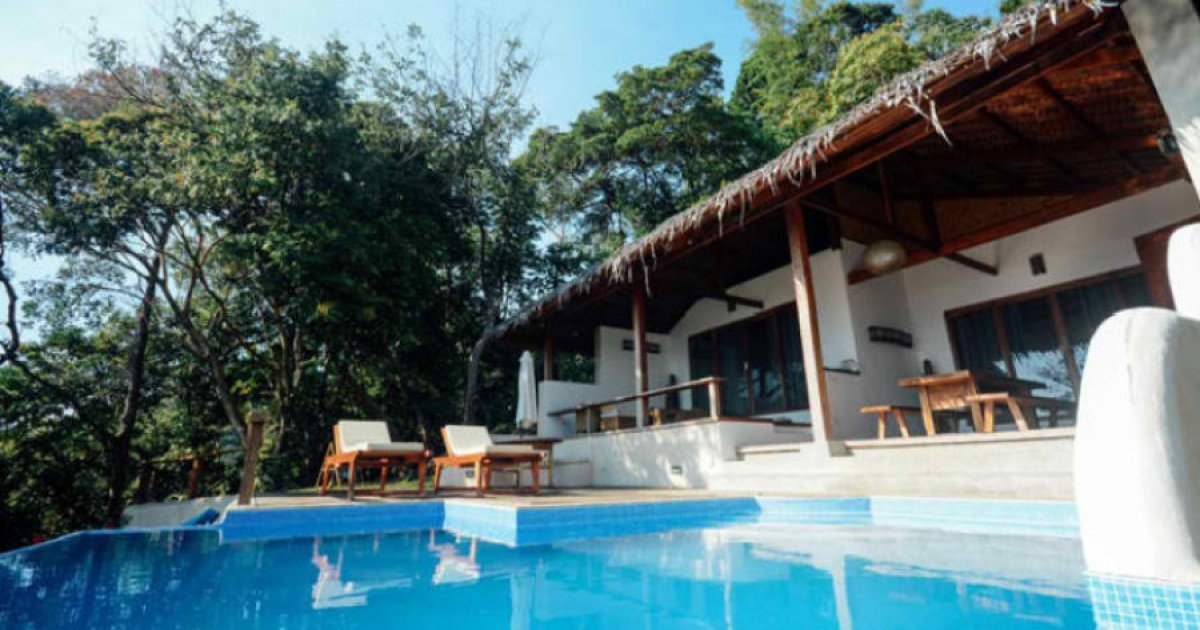 4 bed hotel and resort for sale in corong corong poblacion for Hotel pillows for sale philippines