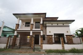 4 bedroom house for sale in Grand Royale