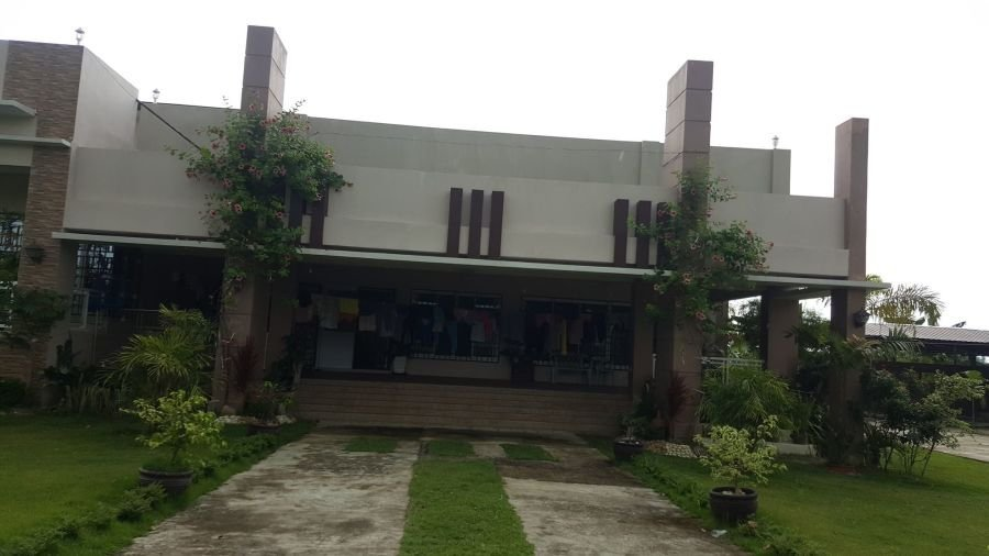 house in tarlac inside a fenced 1 hectare lot