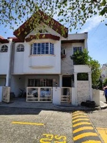 fully furnished 3 bedroom townhouse in bf homes pque