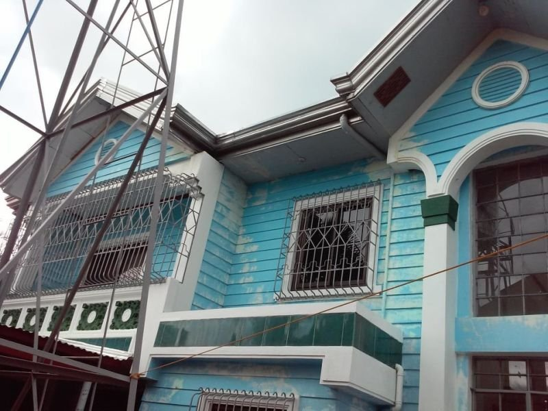 2-storey house near the beach and city