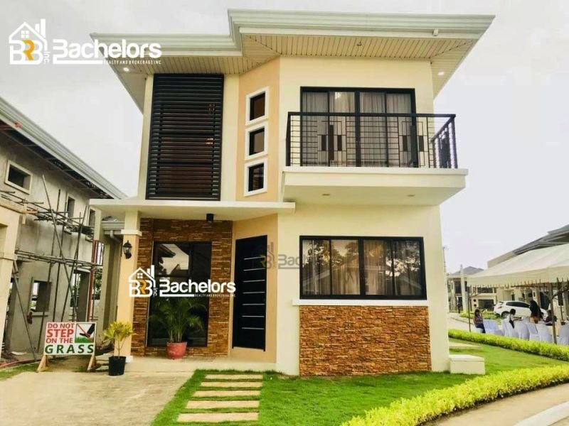 2-storey single detached house and lot 5bedroom