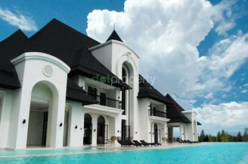 3 bedroom land for sale in Chateaux de Paris, South Forbes
