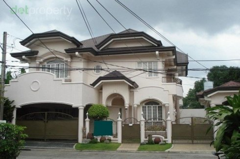 2 Story House With Attic Swimming Pool Bf Homes Paranaque House For Sale In Metro Manila